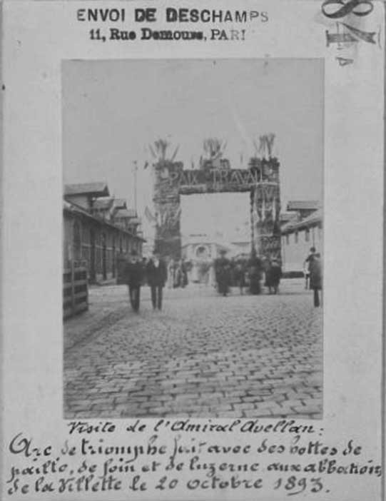 Click image for larger version.  Name:0 Reproduction of the triumphal arch made with straw, hay and alfalfa hoods at the abattoirs in .jpg Views:1 Size:43.6 KB ID:3650069