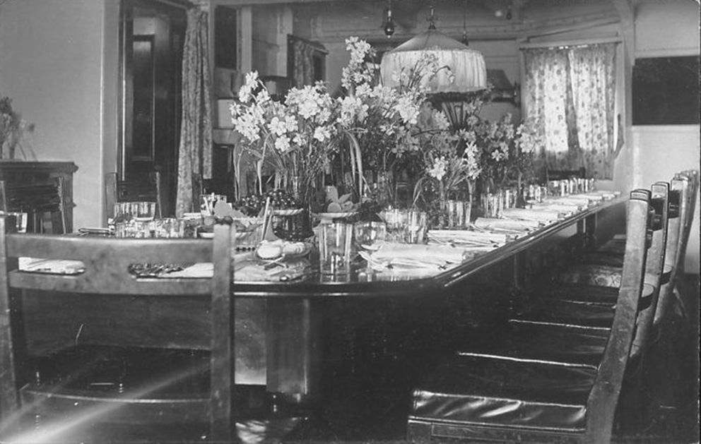 Click image for larger version.  Name:01.00. 15 Lunch table Admirals Fore-Cabin on HMS KING GOERGE V 1.jpg Views:5 Size:174.0 KB ID:2150546