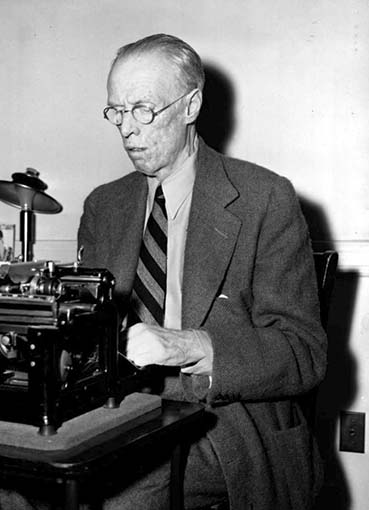 Click image for larger version.  Name:01.00. 2 h 8 novelist and Nobel Prize winner Harry Sinclair Lewis 1.jpg Views:3 Size:40.6 KB ID:2124234