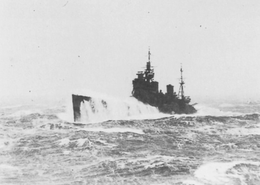 Click image for larger version.  Name:01.00. 20 06 HMS Duke of York crashes across heavy seas 1.jpg Views:4 Size:103.5 KB ID:2150570