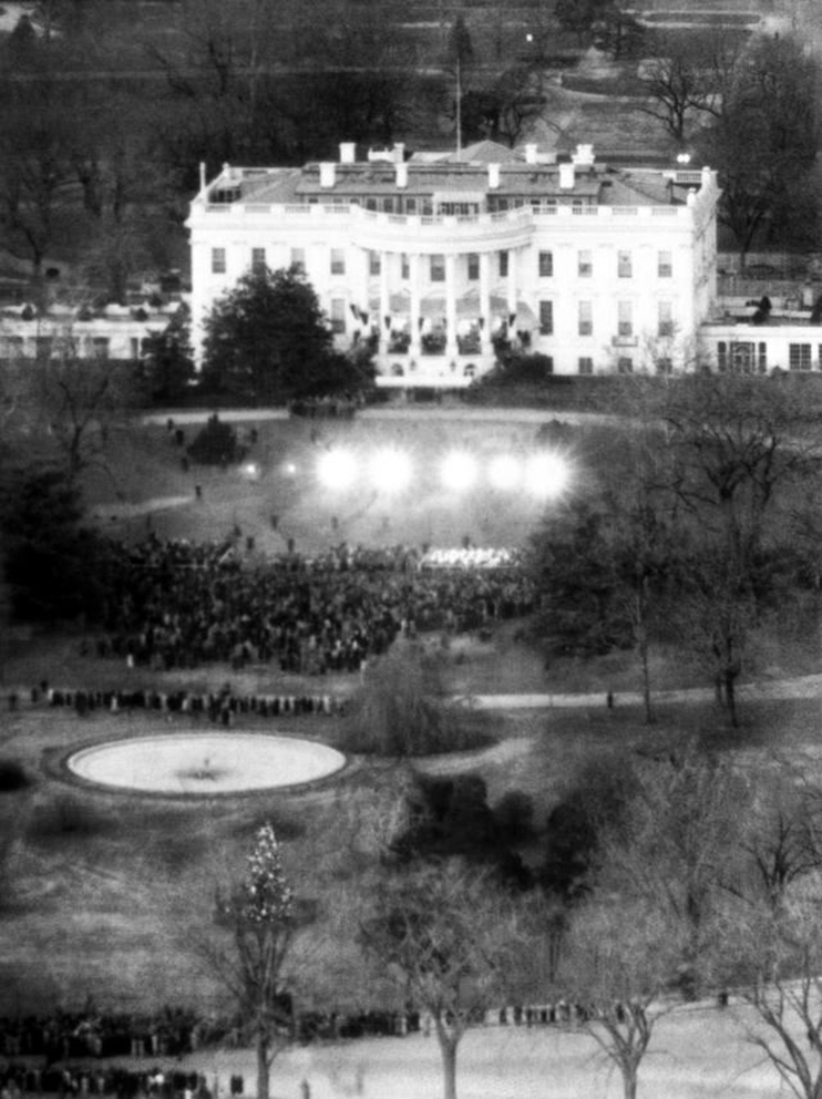 Click image for larger version.  Name:01.00. 22 00 White House South Christmas eve Dec. 25, 1941.jpg Views:4 Size:199.2 KB ID:2150682