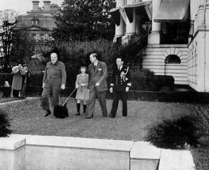 Click image for larger version.  Name:01.00. 23 05 Commander  Thompson right, Churchill goes for a walk with dog Fala, Diana Hopkins, .jpg Views:2 Size:83.9 KB ID:2150738