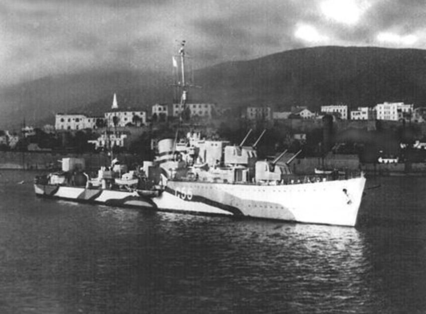 Click image for larger version.  Name:01.00. 25 03 HMS Lightning 1.jpg Views:1 Size:105.5 KB ID:2153858