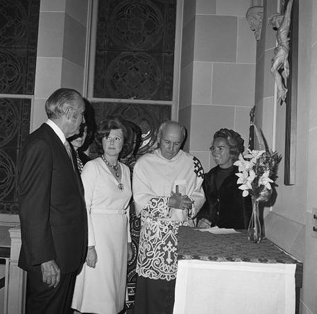 Click image for larger version.  Name:01.00. 3 0 20 Harriman and Pamela Churchill marriage.jpg Views:4 Size:138.2 KB ID:2135698