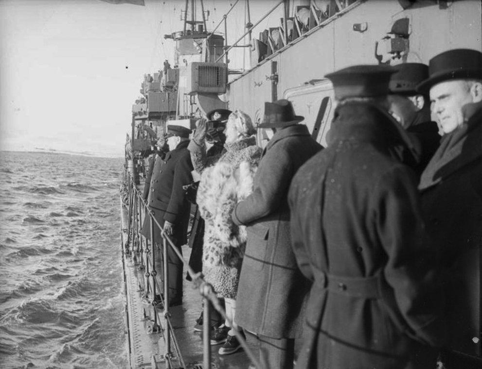 Click image for larger version.  Name:01.00. 3 0 7 a 4 HMS Napier both Churchills greet Lord Halifax goodbye.jpg Views:5 Size:108.6 KB ID:2130130