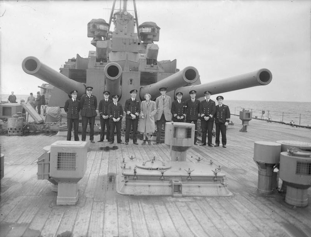 Click image for larger version.  Name:01.00. 3 0 7 a 5 Lord and Lady Halifax with officers under the guns HMS King George V.jpg Views:3 Size:137.8 KB ID:2130146