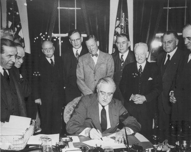 Click image for larger version.  Name:01.00. 3 5 3 Roosevelt signs declaration of war japan at the White House1.jpg Views:3 Size:82.3 KB ID:2138354