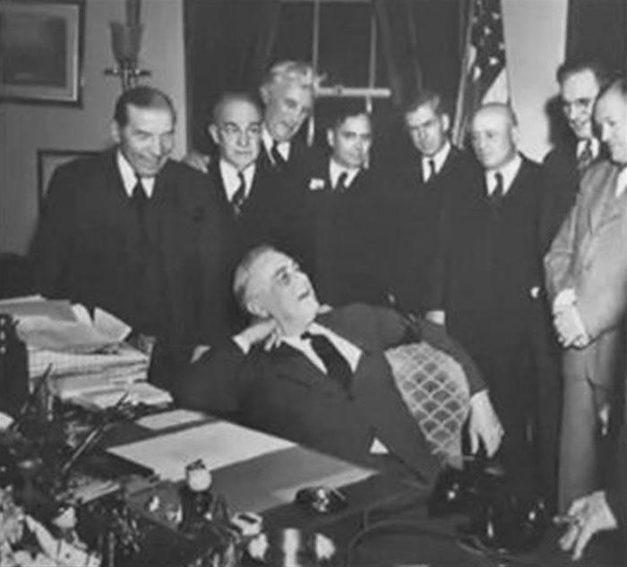Click image for larger version.  Name:01.00. 3 5 4 Roosevelt after signing declaration of war japan.jpg Views:1 Size:57.9 KB ID:2138362