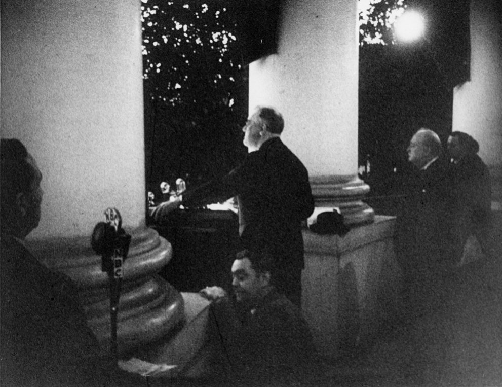 Click image for larger version.  Name:01.00. 53 01 christmas 1941, Roosevelt pushing the button that lit the National Christmas Tree 1.jpg Views:3 Size:142.7 KB ID:2158978