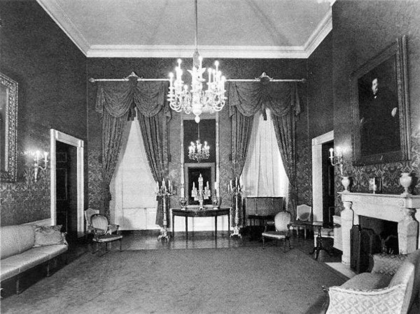Click image for larger version.  Name:01.00. 53 04 7 The Red Room in 1940.jpg Views:1 Size:215.6 KB ID:2159034