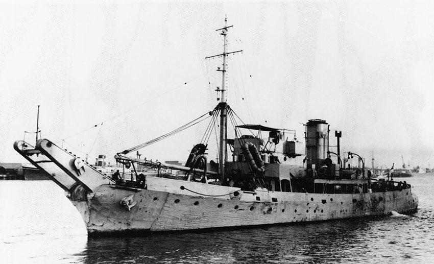 Click image for larger version.  Name:01.00. 53 04 8 18 Hongkong HMS BARLIGHT 3.jpg Views:2 Size:96.9 KB ID:2159186