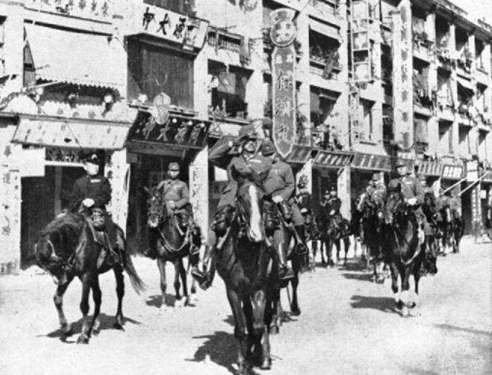 Click image for larger version.  Name:01.00. 53 04 8 2 Hongkong surrenders 25 Dec 1941 LtGen Sakai and Vice Admiral Niimi on Parade in.jpg Views:2 Size:228.5 KB ID:2159082