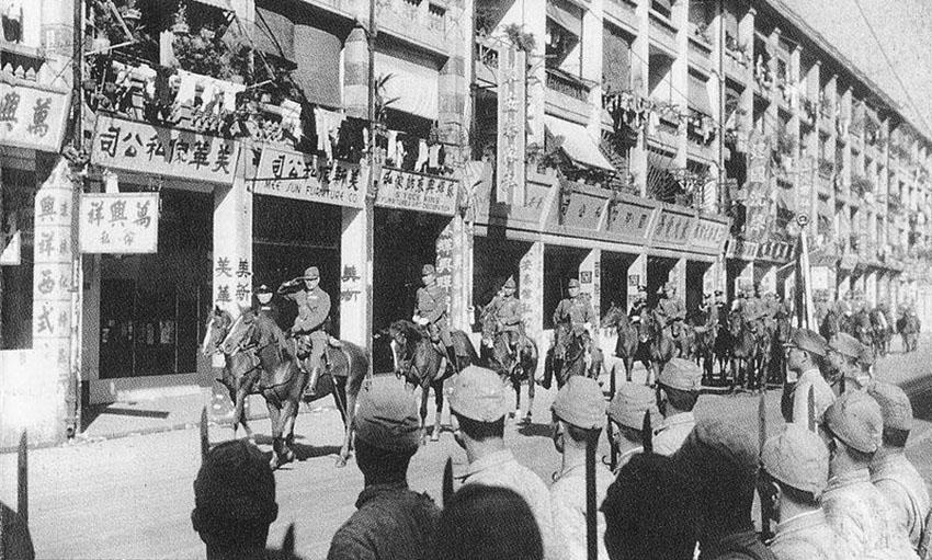 Click image for larger version.  Name:01.00. 53 04 8 2 Hongkong surrenders 25 Dec 1941 LtGen Sakai and Vice Admiral Niimi on Parade in.jpg Views:3 Size:182.7 KB ID:2159090