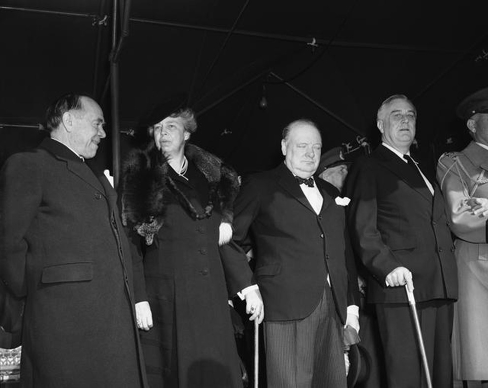 Click image for larger version.  Name:01.00. 53 10 a Beaverbrook, Mrs. Roosevelt, Churchill, Roosevelt leave the White House Dec 25 19.jpg Views:1 Size:127.1 KB ID:2161386