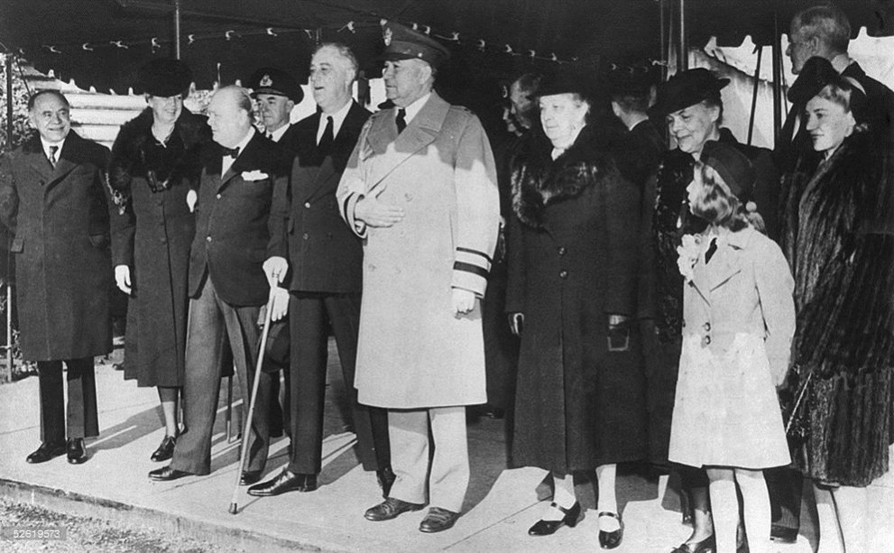 Click image for larger version.  Name:01.00. 53 14 Beaverbrook, E Roosevelt, Churchill, Dudley Pound, Roosevelt, aide General Watson M.jpg Views:2 Size:125.6 KB ID:2161418