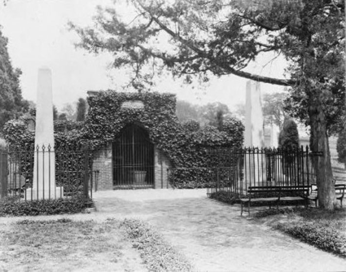 Click image for larger version.  Name:01.00. 55 14 9 a 1 JANUARY 1942 Mount Vernon Washingtons Mausoleum 2.jpg Views:1 Size:110.5 KB ID:2169202