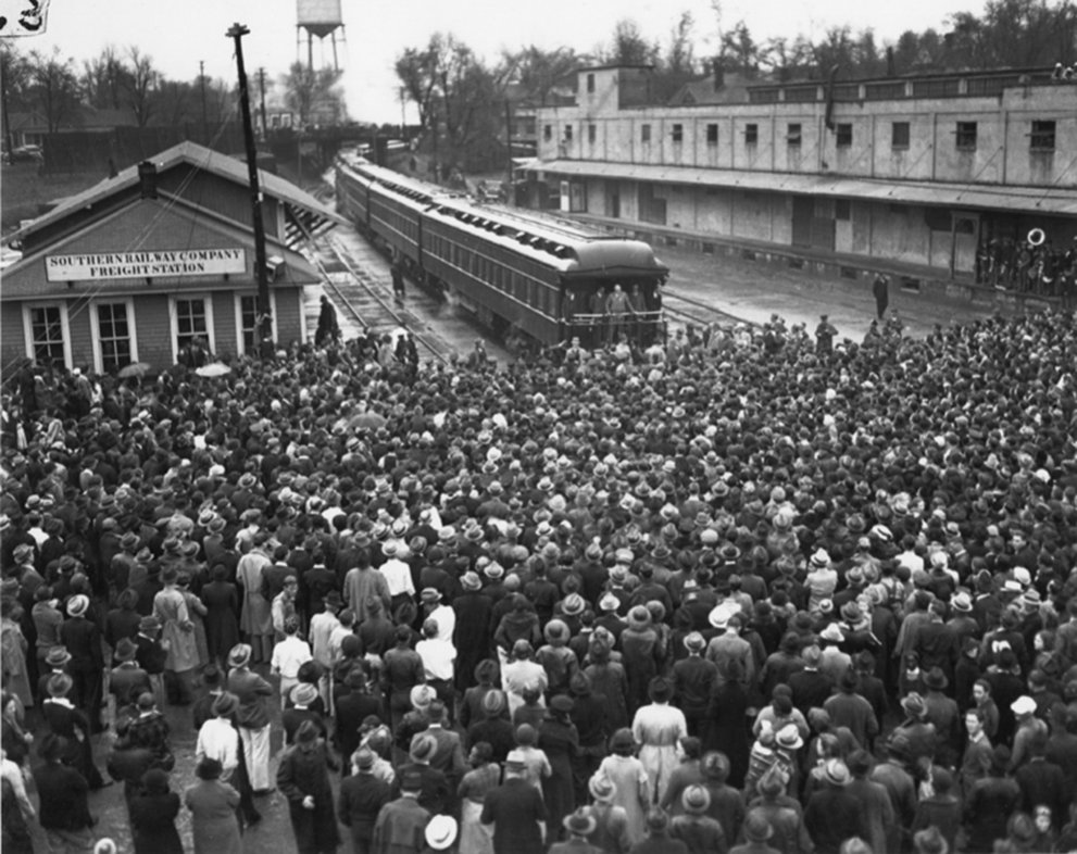Click image for larger version.  Name:01.00. 55 3 Presidential Train, FDR Speaking at Train Stop in Griffin, Georgia, 1938.jpg Views:2 Size:167.9 KB ID:2165698