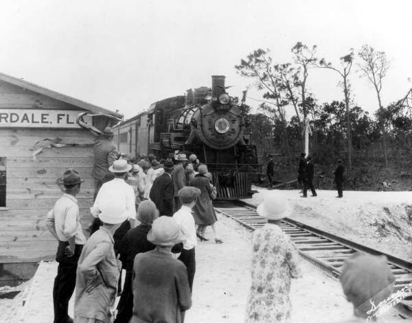 Click image for larger version.  Name:01.00. 56 7 Seaboard Air Line Railway Fort Lauderdale station in 1927.jpg Views:1 Size:37.3 KB ID:2169282