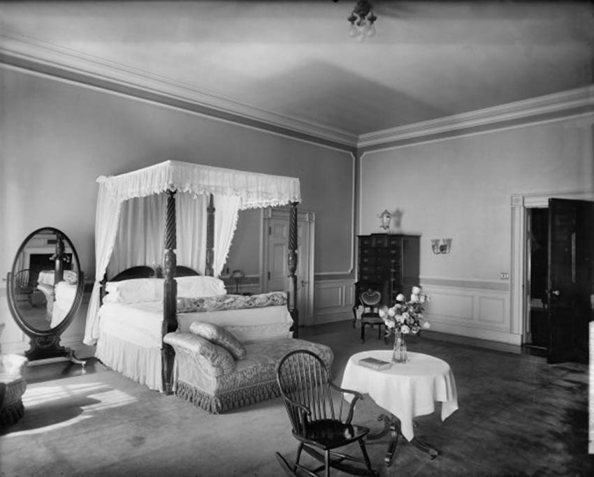 Click image for larger version.  Name:01.00. 6 f 4 10 The Rose Bedroom around 1923.jpg Views:1 Size:70.1 KB ID:2138506