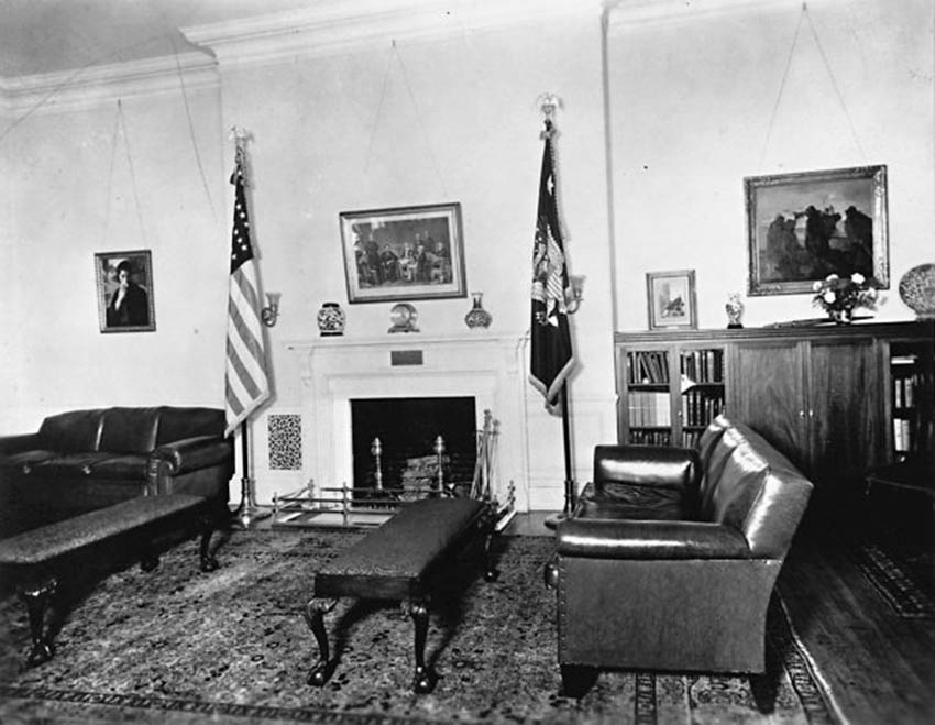 Click image for larger version.  Name:01.00. 6 f 4 15 The Lincoln Bedroom as a study around 1930 2.jpg Views:1 Size:95.2 KB ID:2138522