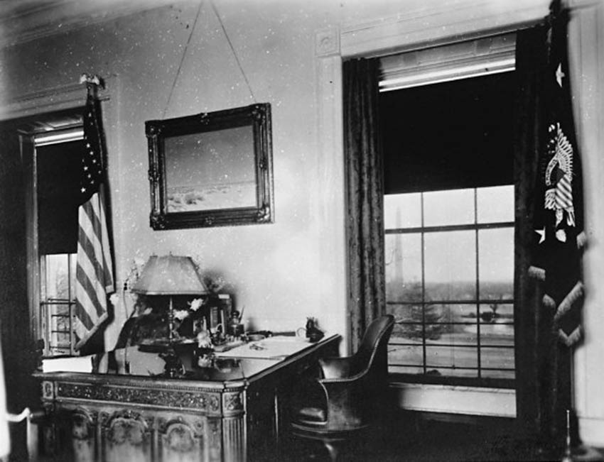 Click image for larger version.  Name:01.00. 6 f 4 15 The Lincoln Bedroom as a study around 1930.jpg Views:2 Size:82.6 KB ID:2138530