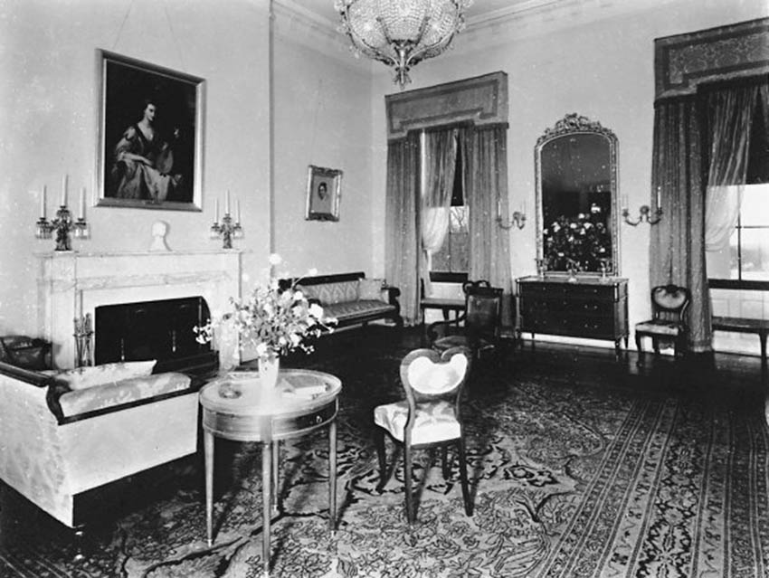 Click image for larger version.  Name:01.00. 6 f 4 2 The Monroe Room parlor, circa 1932 2.jpg Views:3 Size:112.2 KB ID:2138490