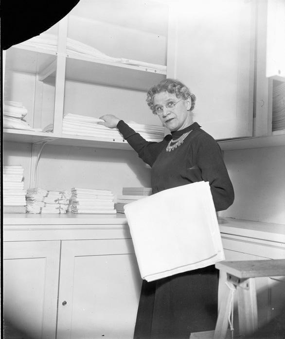 Click image for larger version.  Name:01.00. 6 g 6 Mrs. Henrietta Nesbitt, White House housekeeper.jpg Views:4 Size:93.9 KB ID:2138546