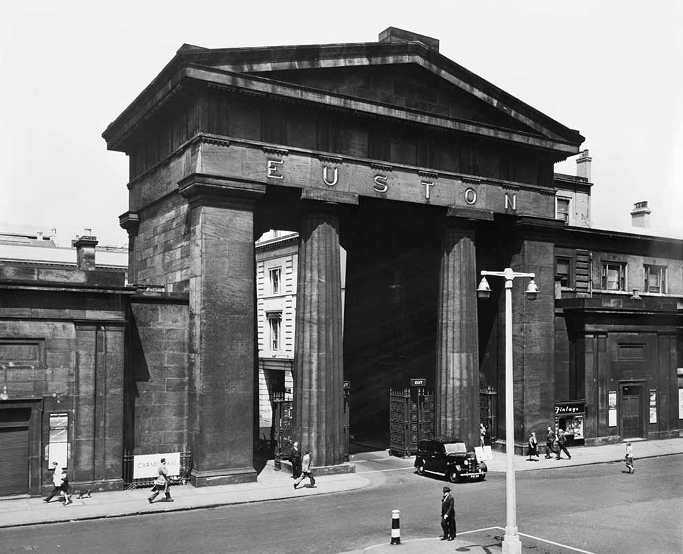 Click image for larger version.  Name:01.00. 8 Euston Arch, entrance to station.jpg Views:2 Size:97.6 KB ID:2142282