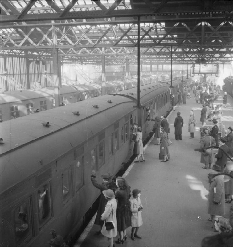 Click image for larger version.  Name:01.00. 8 Trains at Euston in 1944..jpg Views:3 Size:196.6 KB ID:2142290