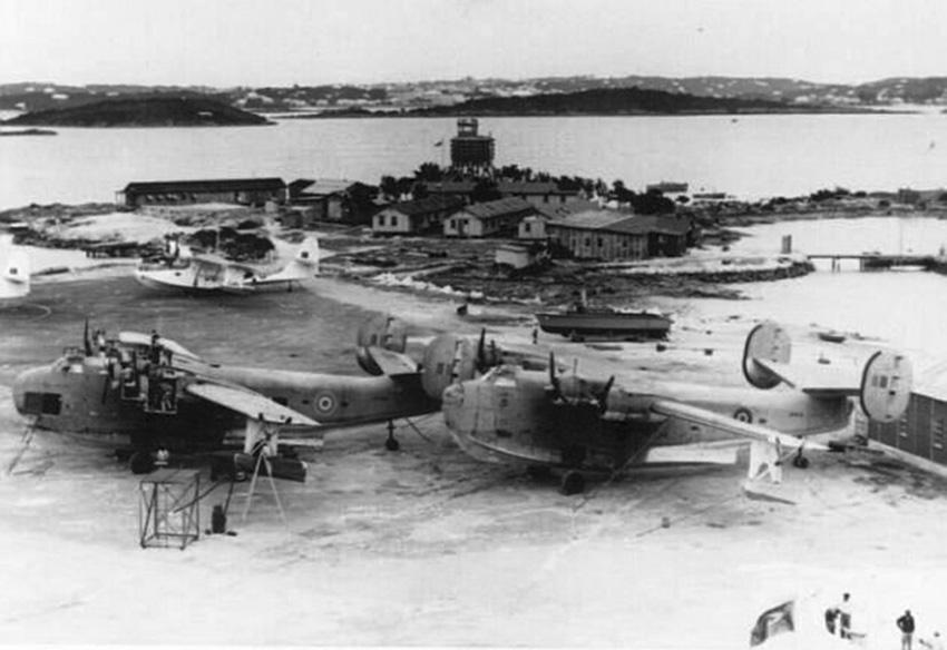 Click image for larger version.  Name:01.00. 85 Bermuda RAF Darrells Island 1.jpg Views:3 Size:125.2 KB ID:2175570
