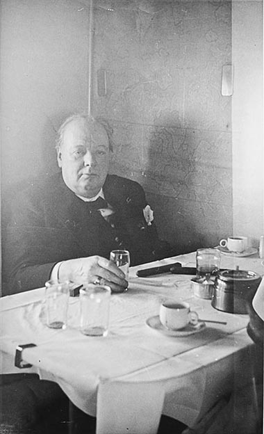 Click image for larger version.  Name:01.00. 86 Dinner 1 Churchill on the plane 1.jpg Views:2 Size:51.9 KB ID:2175674