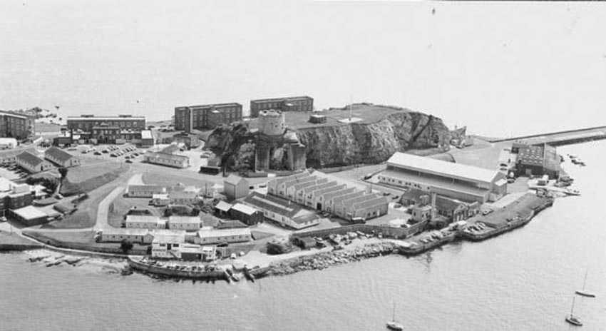 Click image for larger version.  Name:01.00. 88  aerial view of RAF Mountbatten in Plymouth Sound, Devon.jpg Views:3 Size:67.1 KB ID:2175730