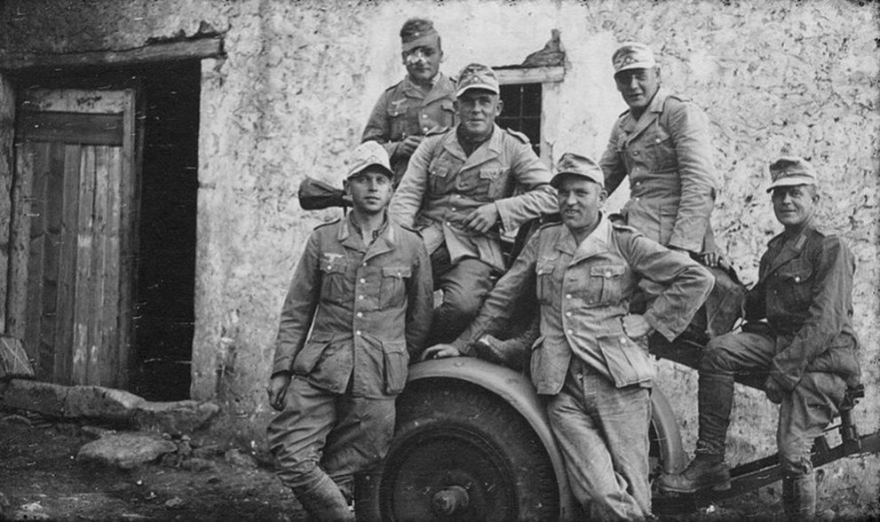 Click image for larger version.  Name:01.04. 1 0 03 El Agheila Gruppenfotos mit der schweren Panzerbüchse 41 und dem dafür e.jpg Views:1 Size:128.2 KB ID:2220514