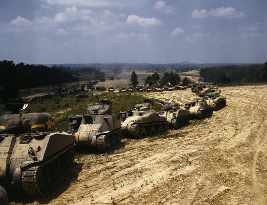 Click image for larger version.  Name:01.04. 1 1 6 Gazala column of M4 Sherman, M3 Lee, and M3 Stuart tanks in training maneuvers 3.jpg Views:1 Size:116.3 KB ID:2228610