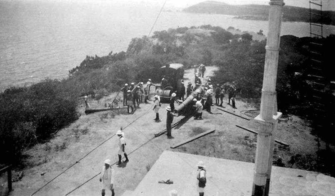 Click image for larger version.  Name:01.04. 1 3 s 12 b v Mounting a naval gun at trincomalee, Sri Lanka 1910-1920s .jpg Views:1 Size:102.2 KB ID:2280753