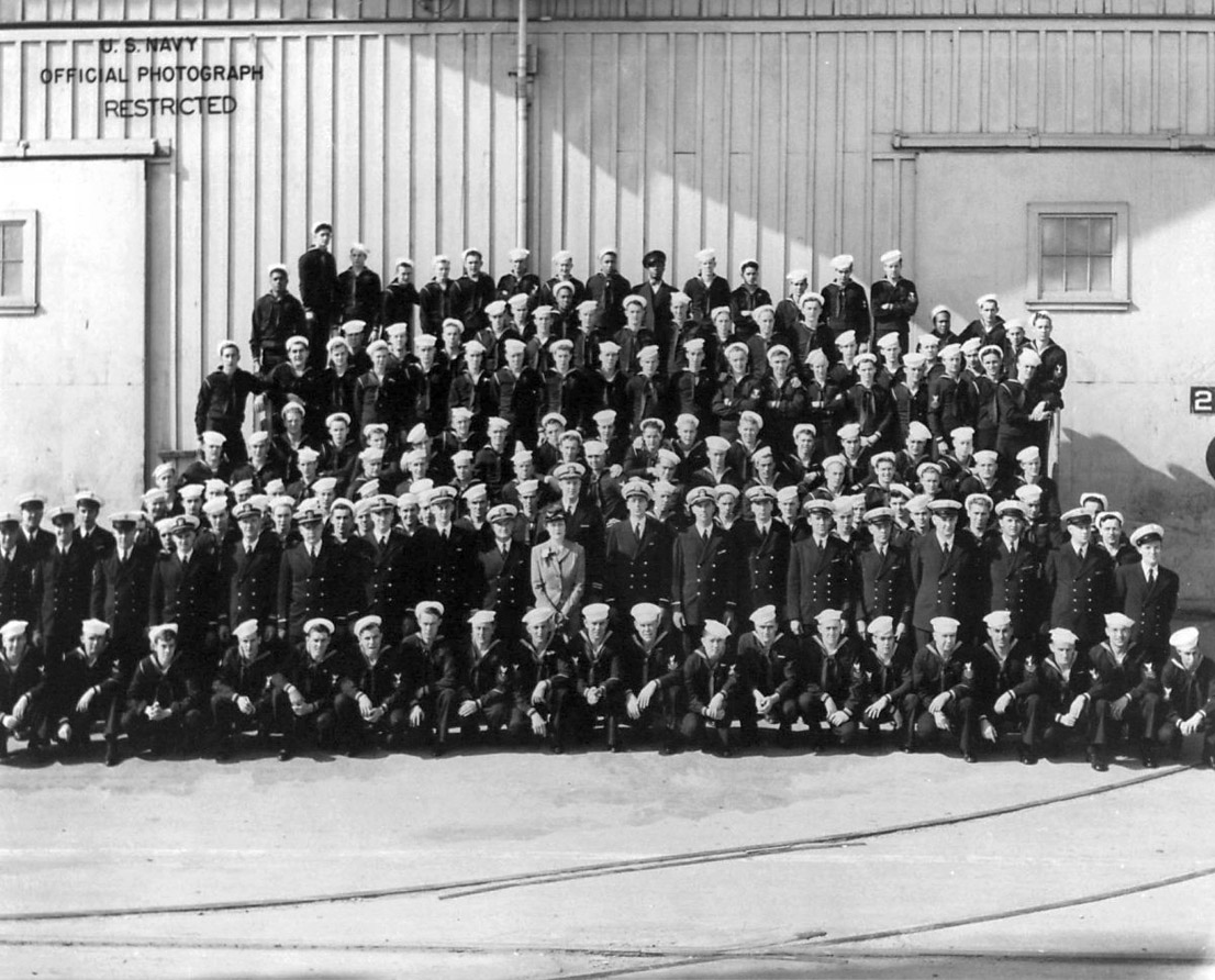 Click image for larger version.  Name:03 02 09 USS Edgar G. Chase Lt.Cdr. James J. Morony miidle second row.jpg Views:1 Size:249.9 KB ID:553615
