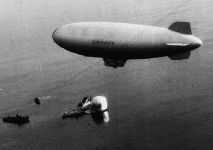 Click image for larger version.  Name:05 02 01 K-25 hovering over the downed K-14 off Maine on 3 July, 1944.jpg Views:1 Size:83.4 KB ID:553915