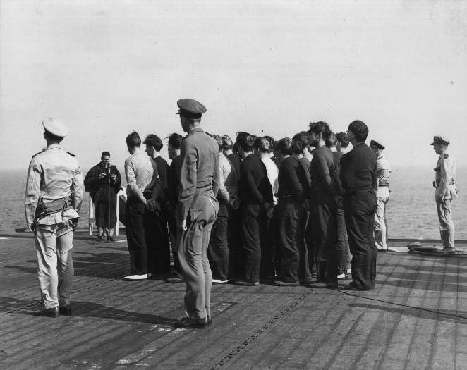 Click image for larger version.  Name:05 U-233 Kapitänleutnant Hans Steen is buried at sea.jpg Views:1 Size:39.1 KB ID:553946