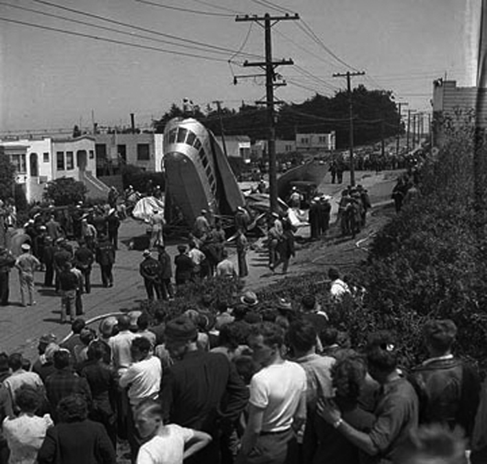 Click image for larger version.  Name:06 01 06 Navy blimp crashed to the streets of Daly City in August, 1942.jpg Views:1 Size:232.0 KB ID:554285