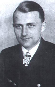 Click image for larger version.  Name:06 03 01 Kapitänleutnant Günter Kuhnke..jpg Views:1 Size:12.1 KB ID:554306