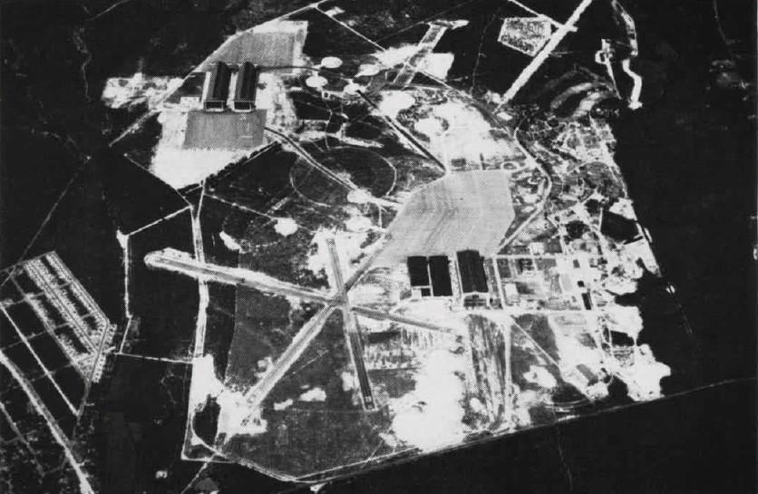 Click image for larger version.  Name:06 04 03 NAS Lakehurst aerial view of hangars.jpg Views:2 Size:145.0 KB ID:554356