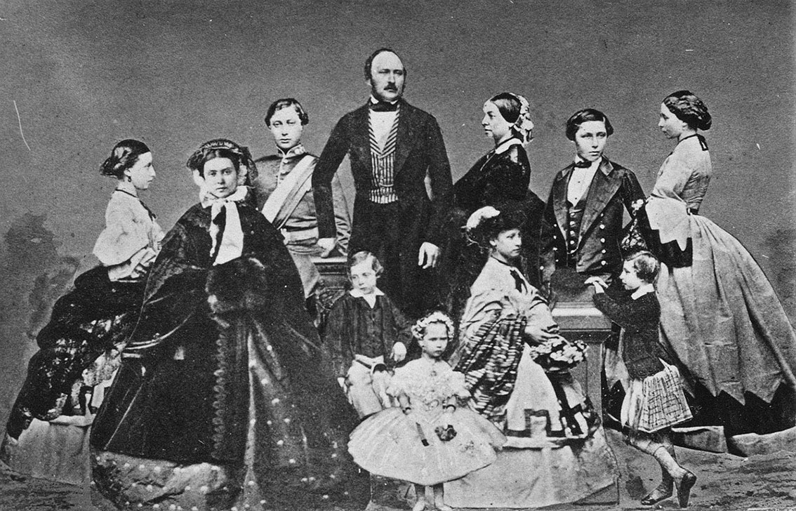 Click image for larger version.  Name:1. 1 0 2 2 Queen Victoria and Prince Albert with their nine children 1.jpg Views:1 Size:275.5 KB ID:3645371