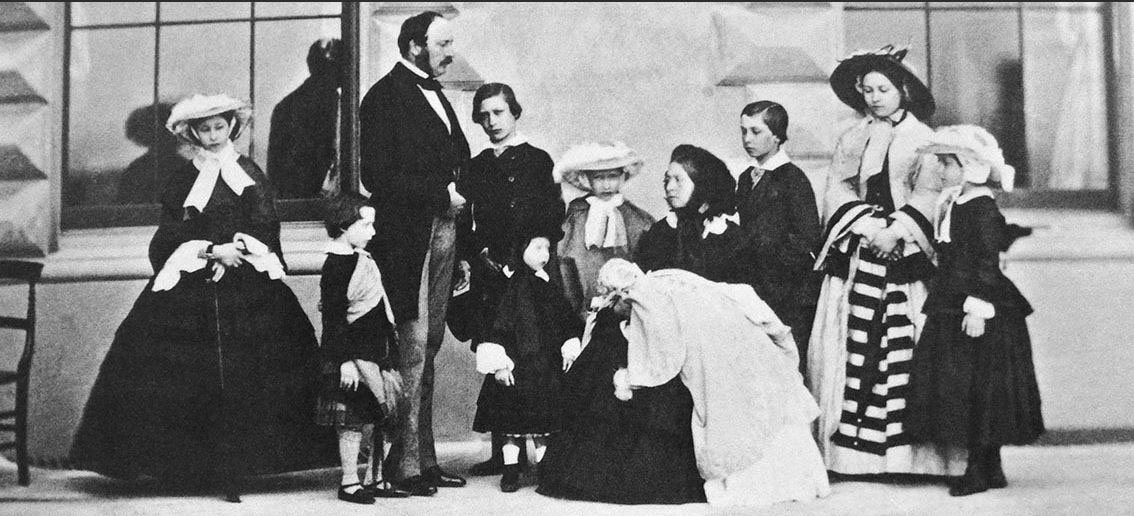 Click image for larger version.  Name:1. 1 0 2 2 Queen Victoria and Prince Albert with their nine children.jpg Views:1 Size:146.7 KB ID:3645373