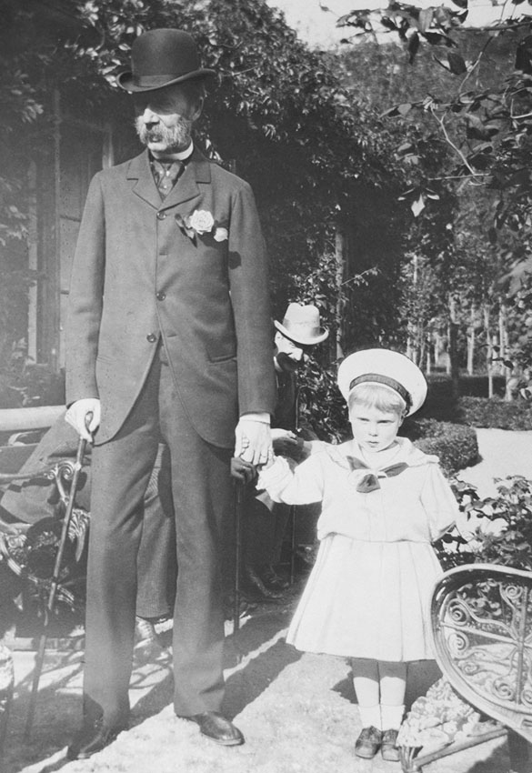 Click image for larger version.  Name:1. 1 1 2 King Christian IX 1898 with his and Queen Victoria's great-grandson Prince Edward of Yo.jpg Views:1 Size:123.4 KB ID:3645383
