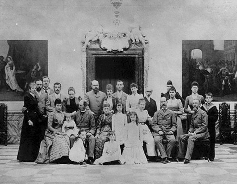 Click image for larger version.  Name:1. 1 1 2 King Christian IX of Denmark and his family, ca. 1901.jpg Views:1 Size:136.6 KB ID:3645385