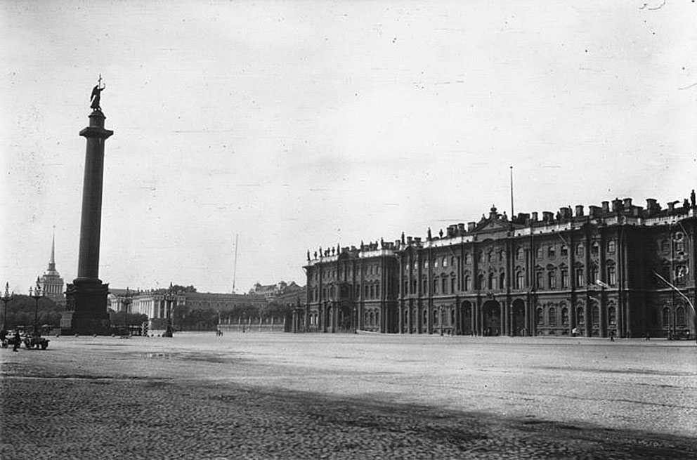 Click image for larger version.  Name:1. 1 1 4 0 3 2 St Petersburg Winter Palace 1914.jpg Views:1 Size:128.4 KB ID:3646069