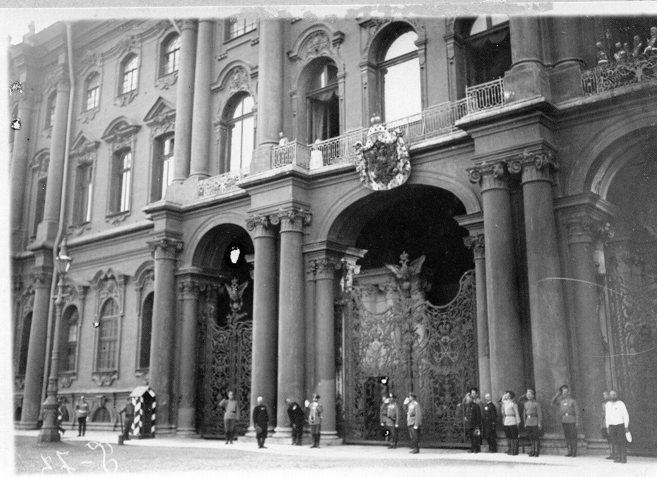 Click image for larger version.  Name:1. 1 1 4 0 3 2 Tsar Nicholas II on balcony of Winter Palace on 20 July, 1914 Julian Calendar.jpg Views:1 Size:272.6 KB ID:3646075