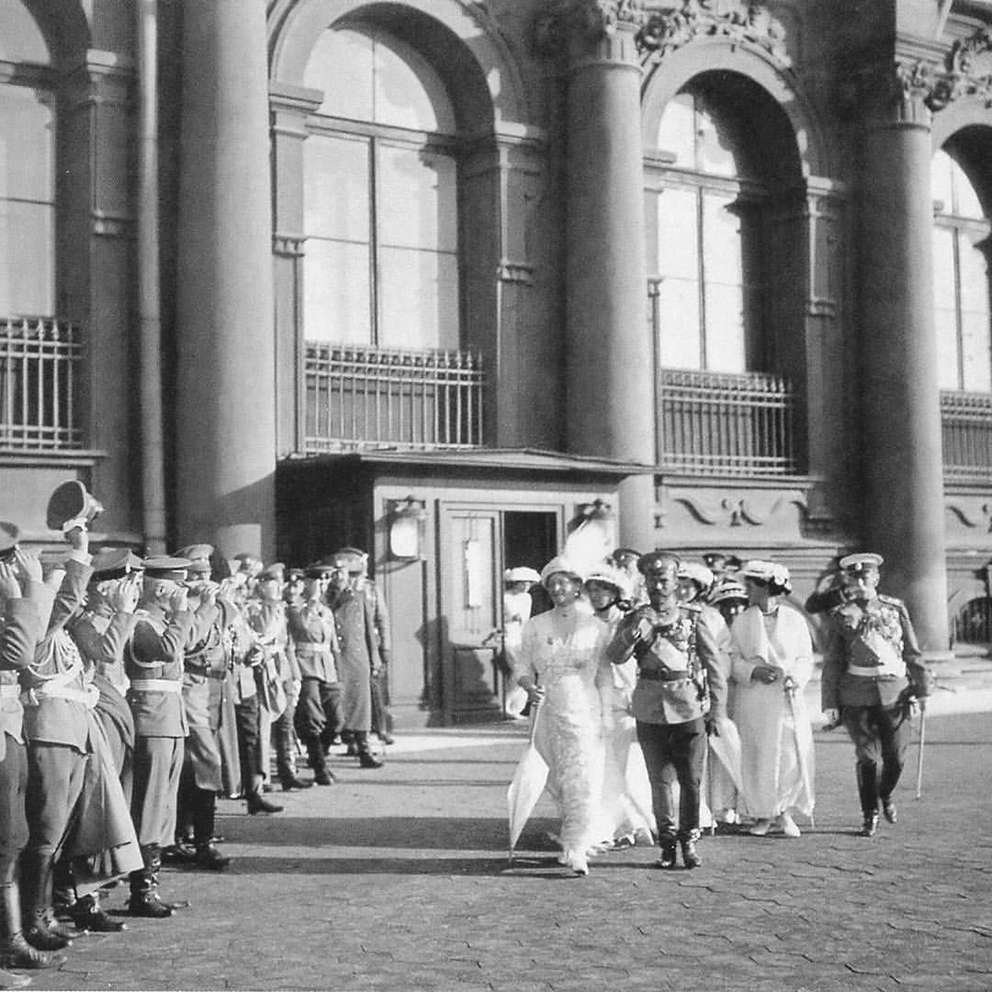 Click image for larger version.  Name:1. 1 1 4 0 3 5 Emperor Nicholas II leaves the small entrance of the Winter Palace 1.jpg Views:1 Size:521.7 KB ID:3646089