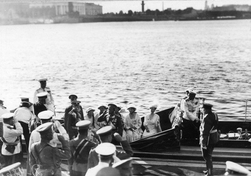 Click image for larger version.  Name:1. 1 1 4 0 3 6 Emperor Nicholas II and members of the imperial family on the Peterhof 1.jpg Views:1 Size:68.4 KB ID:3646095