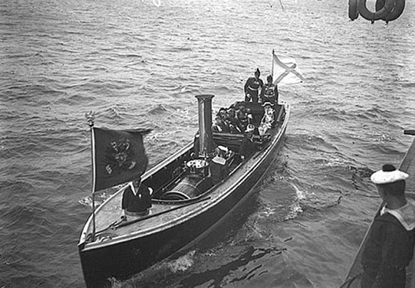 Click image for larger version.  Name:1. 1 1 4 0 3 8 Emperor Nicholas II boat Peterhof 1.jpg Views:1 Size:281.2 KB ID:3646099